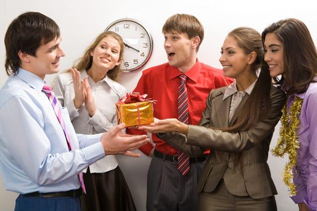 Как начислить ндс при дарении подарков проводки